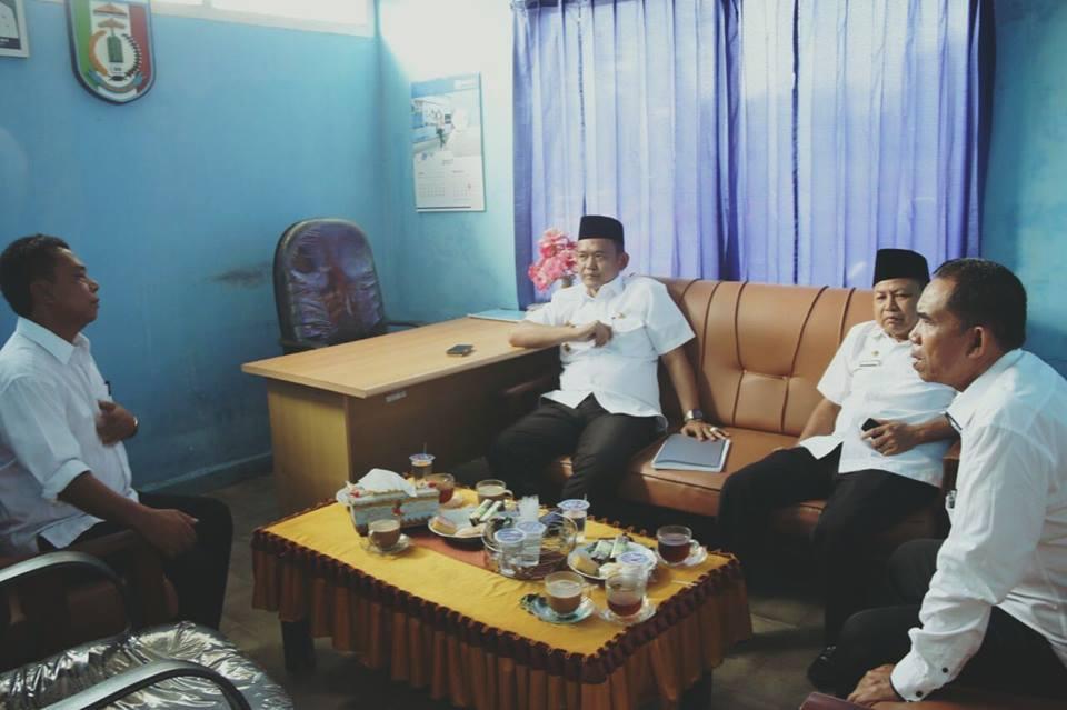 Wakil Bupati Kabupaten Pringsewu DR.Hi.Fauzi melakukan sidak ke Kantor Perusahaan Daerah Air Minum (PDAM) Way Sekampung, Kabupaten Pringsewu, Rabu 26 Juli 2017.
