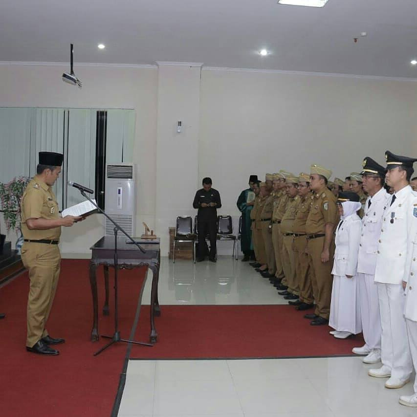 pelantikan-63-pejabat-eselon-3-pemda-kabupaten-pringsewu-2018