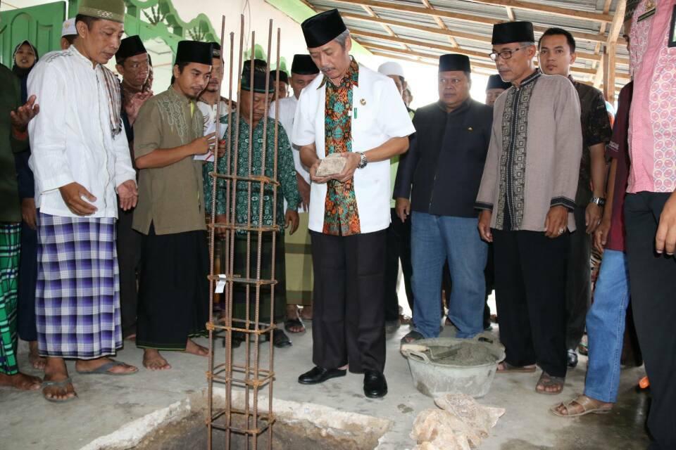 peletakan-batu-pertama-masjid-bupati-pringsewu-hi-sujadi-saddat